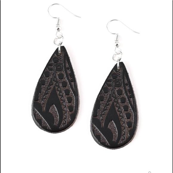 K30 Black leather earrings